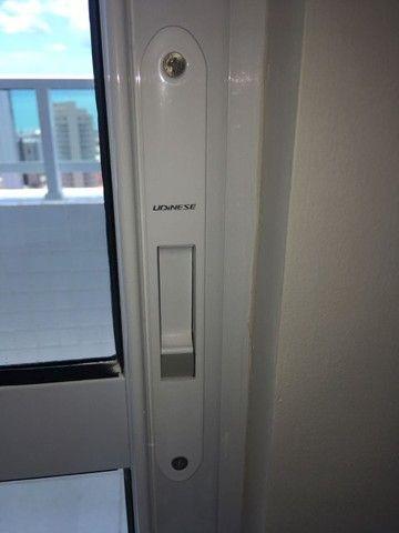 Esquadria em Alumínio Com Vidro Verde- Muito nova!! - Foto 4