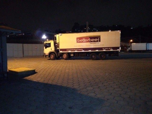 Constelation 24-250 Bi-truck Baú refrigerado gancheira - Foto 8