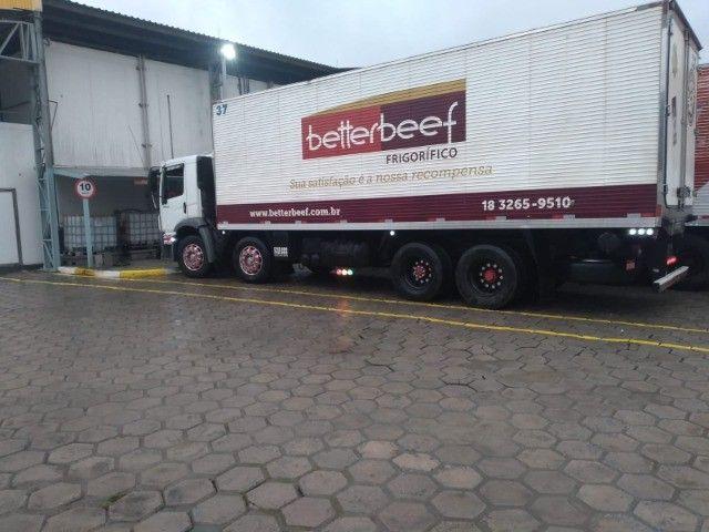 Constelation 24-250 Bi-truck Baú refrigerado gancheira - Foto 6