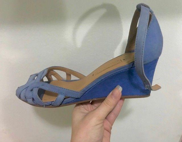 sandália azul arezzo - Foto 2