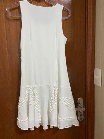 Vestido branco com pedraria - Foto 2