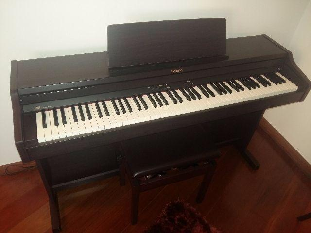 Piano Eletrônico Rolland RP 301