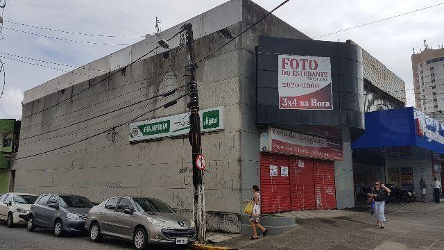 Excelente Prédio Comercial de Esquina, 440 m2, lado da sombra, ideal para farmácias, lojas