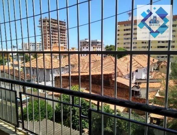 Apartamento no 3º andar, varanda, ampla sala em L, bairro jacarecanga. - Foto 9