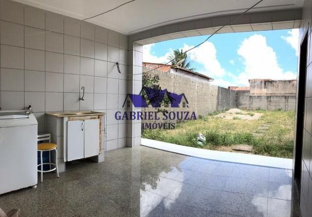 Belíssima Casa Solta com Amplo Terreno (484m² / 3 Quartos / 5 Vagas) na Maraponga - Foto 11