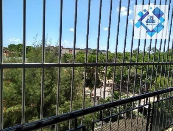 Apartamento no 3º andar, varanda, ampla sala em L, bairro jacarecanga. - Foto 8