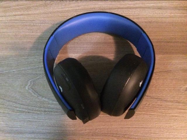 Headset PS4/PS3 Sony Gold sem fio - Wireless