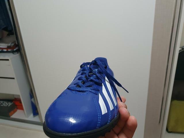 Chuteira Adidas feminina - Foto 3