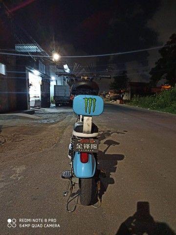 Bicicleta elétrica com autonomia de 50 a 60 KM e carregado na tomada. - Foto 2