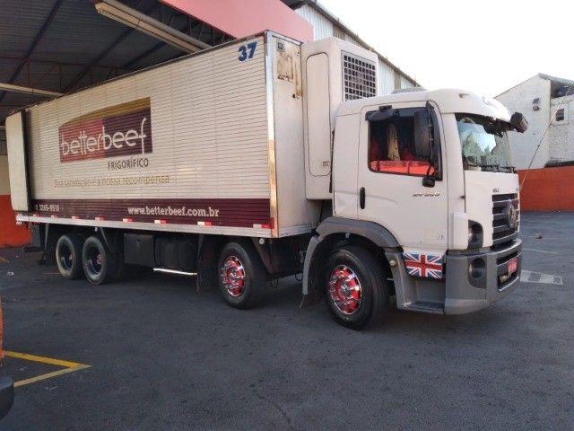 Constelation 24-250 Bi-truck Baú refrigerado gancheira - Foto 5
