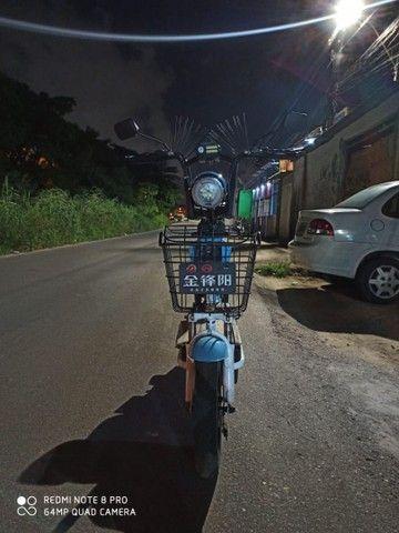 Bicicleta elétrica com autonomia de 50 a 60 KM e carregado na tomada. - Foto 4