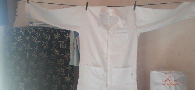 Jaleco branco manga longa, tamanho M - Foto 2