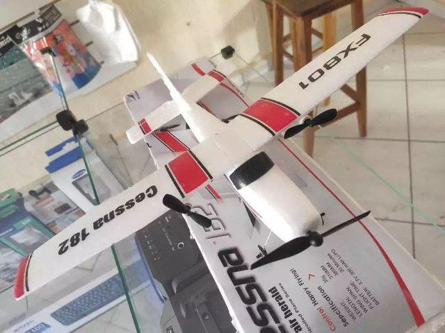 Avião rc de controle remoto Cessna 182 com duas baterias novo na caixa - Foto 2