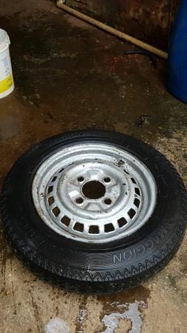 Vendo ou troco roda aro 15 do fusca pneu fino linguiça - Foto 3