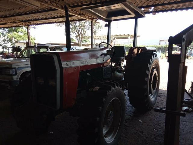Trator MF 275 4x4 ano 2000/2001 - Foto 2