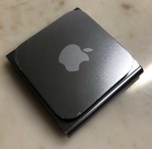 IPod Nano 8 GB Graphite + Pulseira Preta + Fone de Ouvido