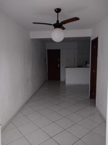 Alugo apartamento de frente com varanda - Foto 3