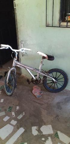 Vendo bike aro 16 ou troco por bike aro 20 - Foto 3