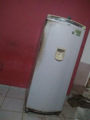 Uma geladeira de segunda