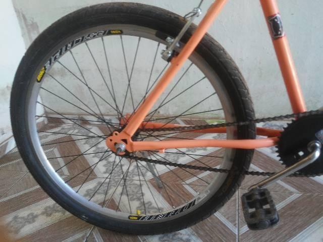 Vendo essa bike semi nova aro 26 - Foto 5