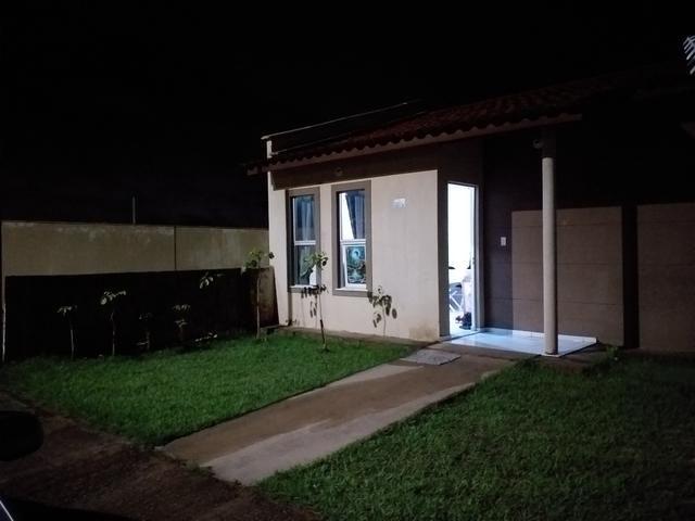 Aluga-se Casa em condomínio fechado. Linda casa