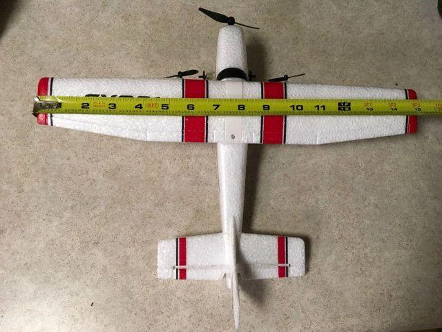 Avião rc de controle remoto Cessna 182 com duas baterias novo na caixa - Foto 3