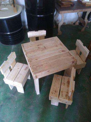 Mesa infantil com banquinhos  - Foto 2