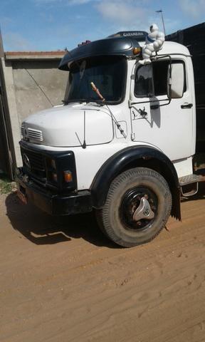 Caminhão Mercedes(cara de bola)