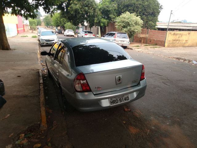 Renault Clio sedan - Foto 2