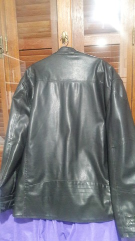 Jaqueta motoqueiro couro sintético  - Foto 4