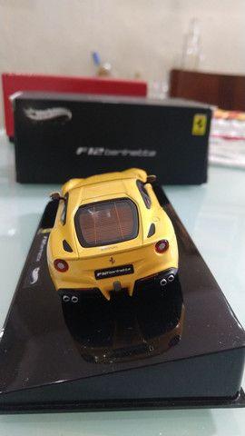 Miniatura HotWheels Ferrari F12 berlinetta (1:43) - Foto 3