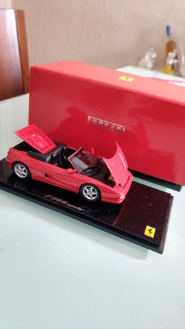 Miniatura Ferrari F355 Spyder Kyosho (1:43)