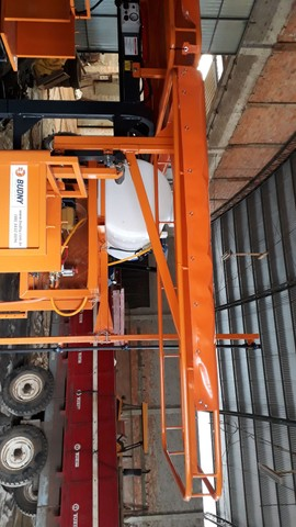 Máquina Budny auxiliar pra colheita de fumo hidro 4x4, 5linhas com kit de pulverização  - Foto 5