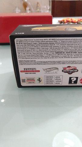 Miniatura HotWheels Ferrari F12 berlinetta (1:43) - Foto 4
