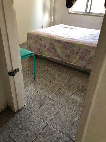 Aluga-se um quarto para moças.P - Foto 2