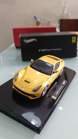 Miniatura HotWheels Ferrari F12 berlinetta (1:43) - Foto 5