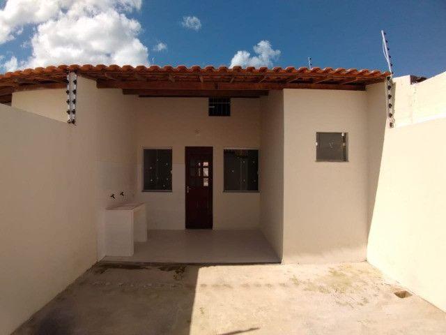 Oportunidade única, casa 2/4 com 1 suíte - Foto 2