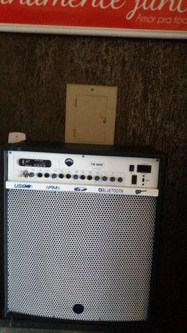 Caixa de som e guitarra - Foto 2