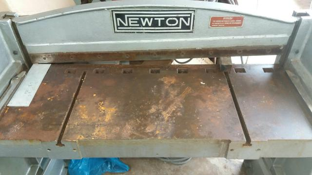 Guilhotina NEWTON para corte de chapas
