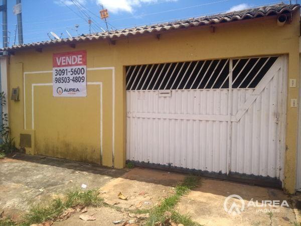 Casa  com 3 quartos - Bairro Jardim Marques de Abreu em Goiânia