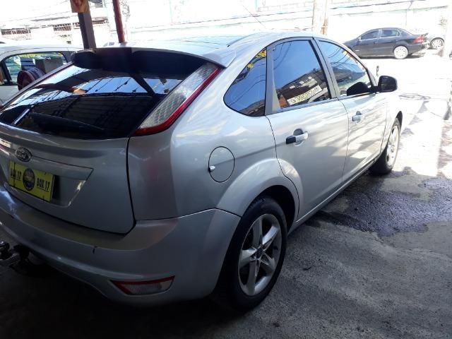 Oportunidade!!!! Focus Hatch 2.0. ano13 automático com GNV!! - Foto 8