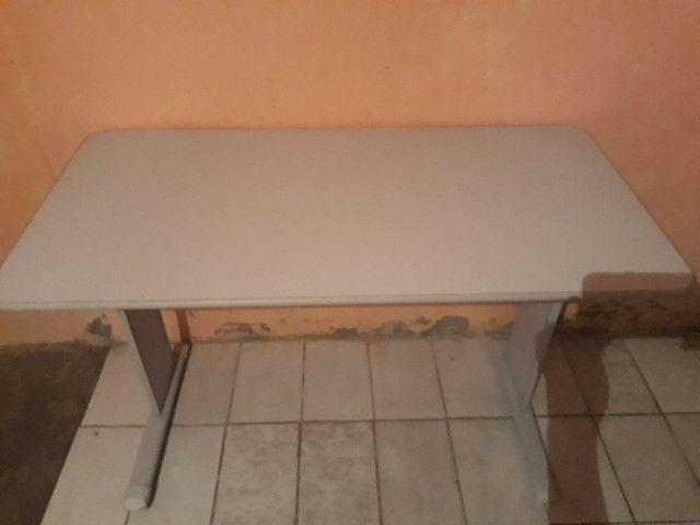 Mesa de computador ,semi nova :Valor 150