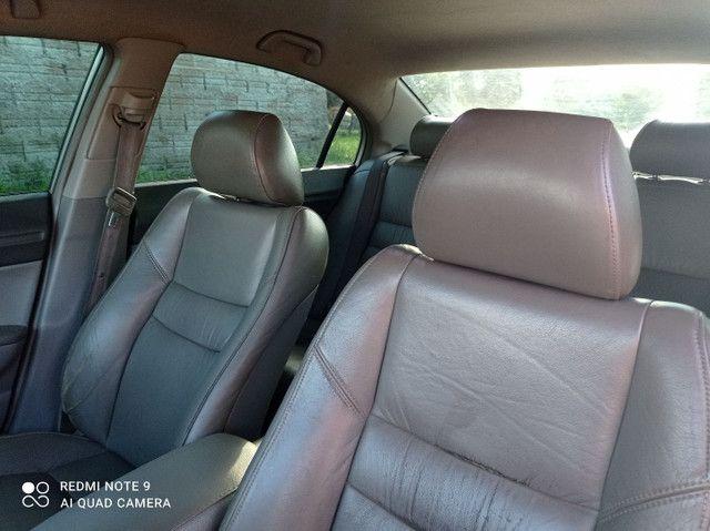 Vendo ou troco Honda Civic meu carro é bem conservado só pega e anda.. - Foto 4