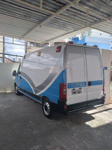Ambulância tipo UTI