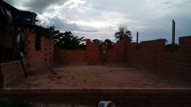 Terreno com início de construção