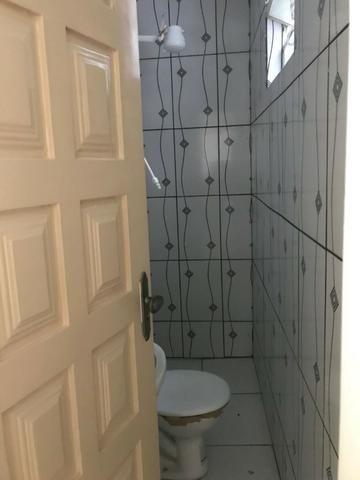 Excelente apartamento amplo,varanda, dependência completa - Foto 13