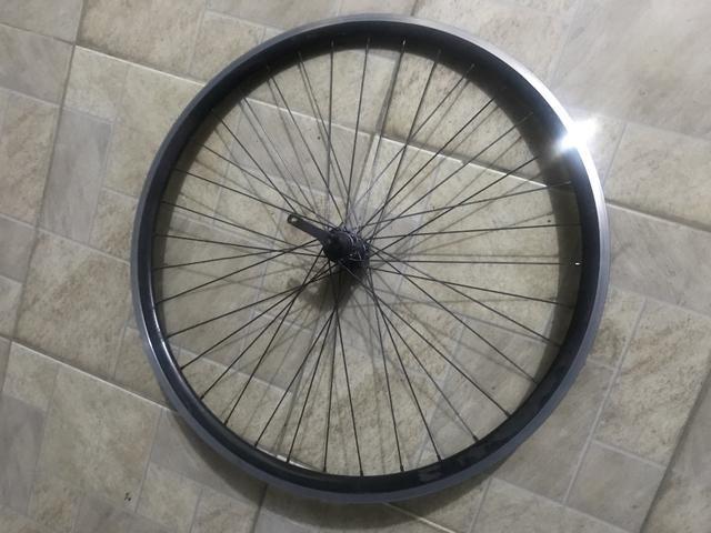 Roda aro 700 pouco rodada - Foto 2