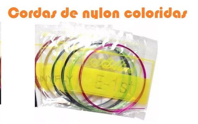 Jogo de Cordas Coloridas de Nylon para Violão - Foto 4