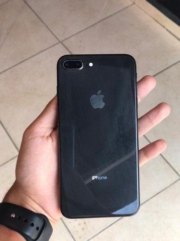 iPhone 8 Plus 256GB com acessórios