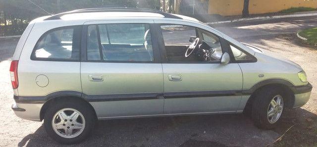 Minivan Zafira 2.0 CD 16V MpFi / 5 portas / 7 lugares - Foto 8